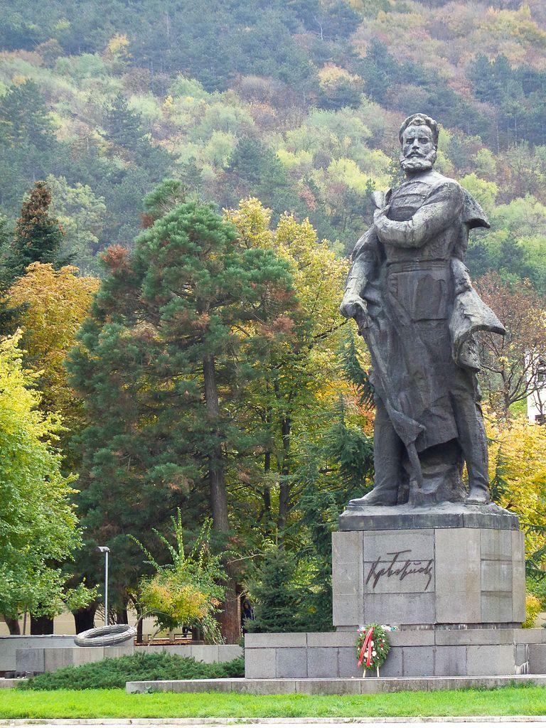 botev-vraca-monumento